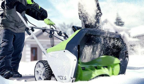 Что лучше: электролопата или электрический снегоуборщик?